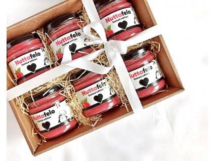 zamilovany balicek plny malinoveho nuttafela